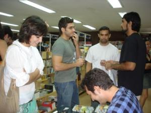 Letícia em primeiro plano. Ao fundo: Fabão, Japa e Fêfo.