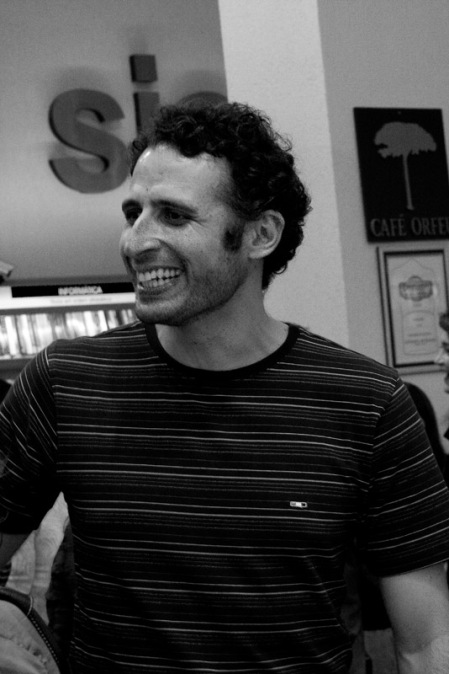 O ator César Ferrário.