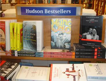 """Mano Celo entre os """"beste sellers"""" da Hudson Bookstore. Desde 2001 não ocorria nada tão impactante na cidade."""